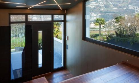 porta blindata di design in villa