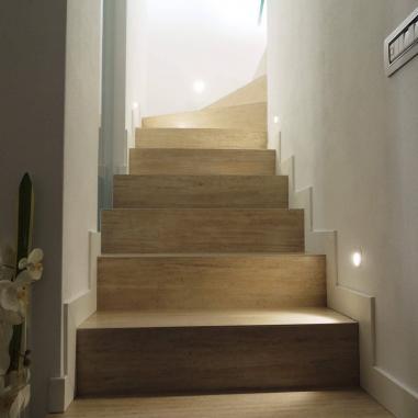 ceramica su scalinata interna