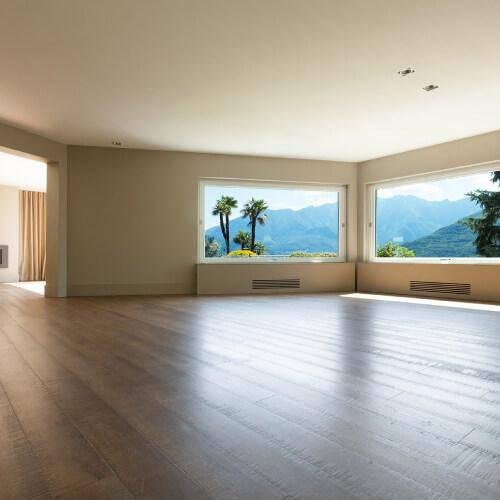 Villa con pavimentazione in parquet